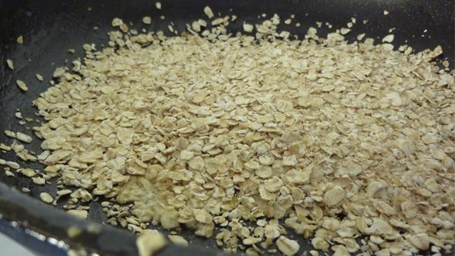 Porridge auf Apfel-Jogurt Bett